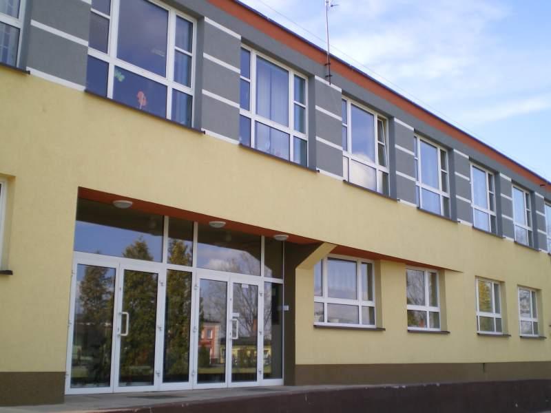 Zdjęcie Szkoły Podstawowej im. Władysława Broniewskiego przy Zespole Szkół wDąbrowie Zielonej